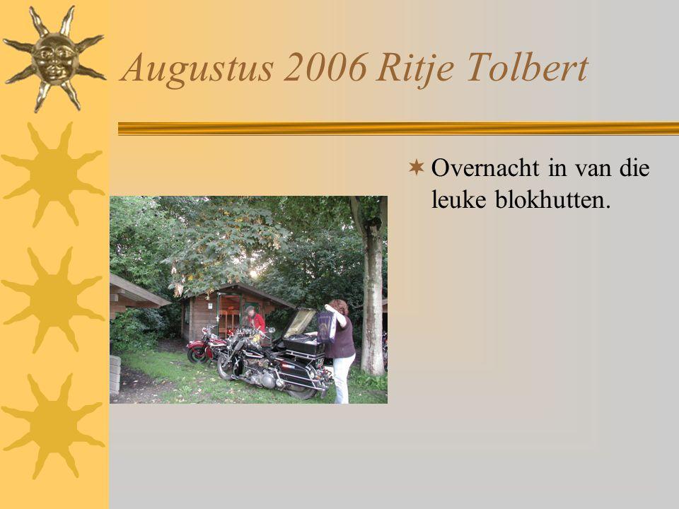 Augustus 2006 Ritje Tolbert  De regen komt er al aan.