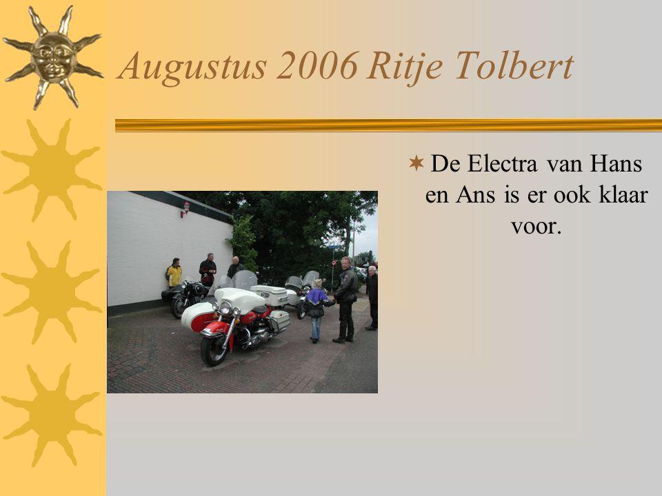 Augustus 2006 Ritje Tolbert  Pauze : Een enorme regenbui leegt zich ondertussen.