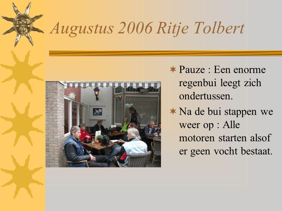 Augustus 2006 Ritje Tolbert  Pauze : Een enorme regenbui leegt zich ondertussen.  Na de bui stappen we weer op : Alle motoren starten alsof er geen
