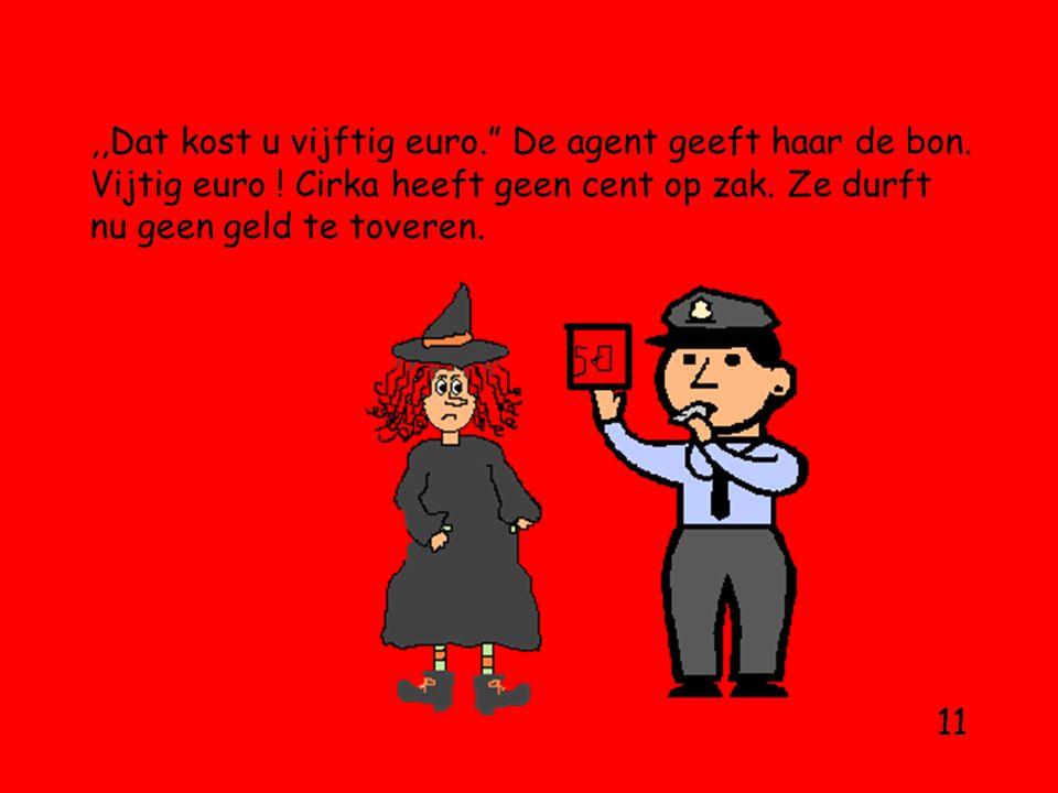 ,,Dat kost u vijftig euro. De agent geeft haar de bon.