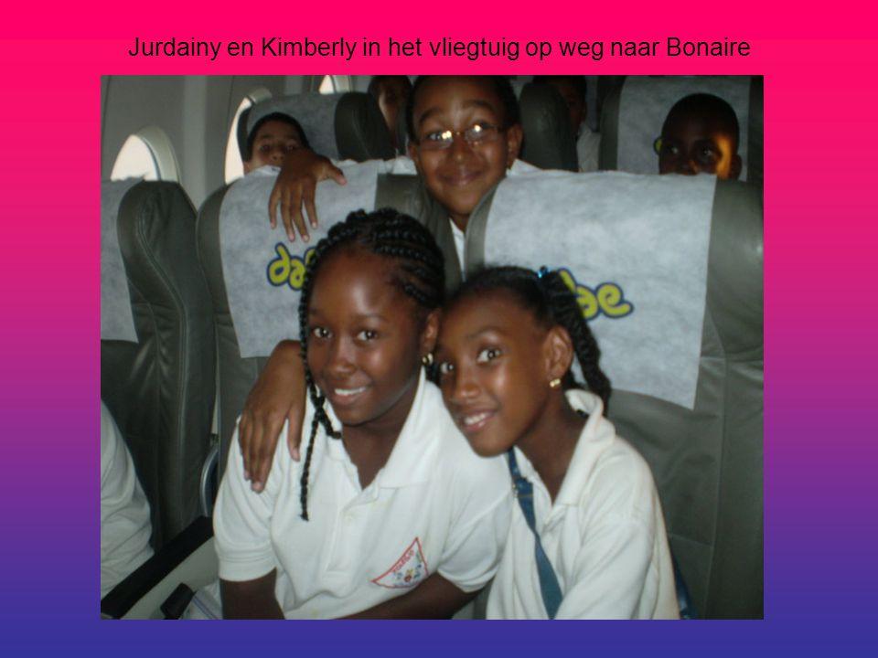 Jurdainy en Kimberly in het vliegtuig op weg naar Bonaire