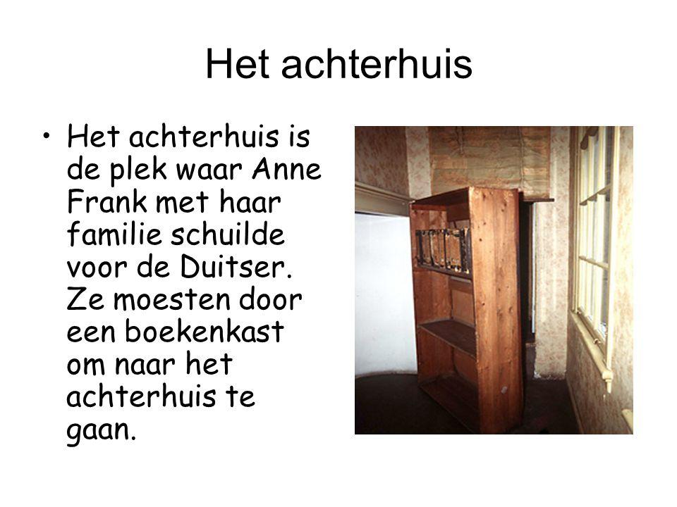 Het achterhuis Het achterhuis is de plek waar Anne Frank met haar familie schuilde voor de Duitser. Ze moesten door een boekenkast om naar het achterh