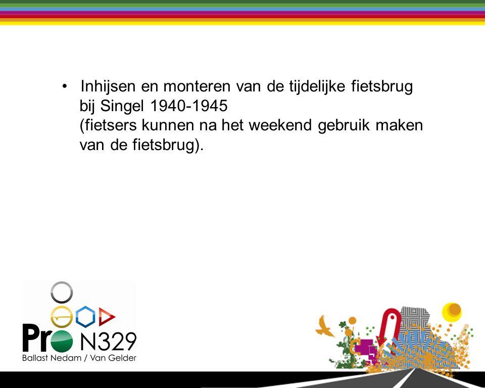 Inhijsen en monteren van de tijdelijke fietsbrug bij Singel 1940-1945 (fietsers kunnen na het weekend gebruik maken van de fietsbrug).