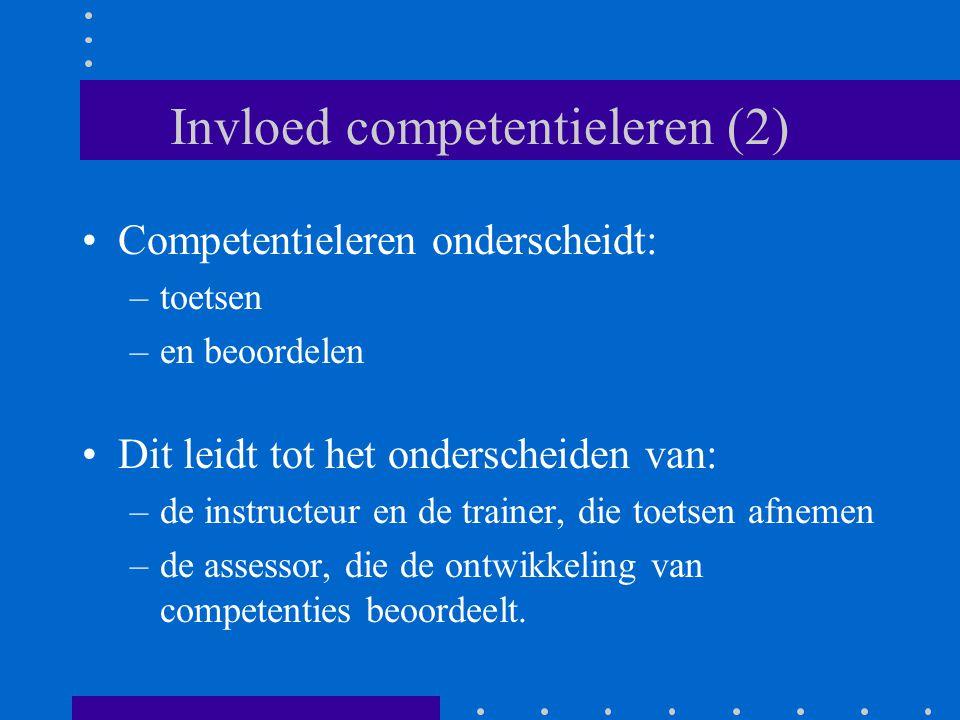 Invloed competentieleren (2) Competentieleren onderscheidt: –toetsen –en beoordelen Dit leidt tot het onderscheiden van: –de instructeur en de trainer, die toetsen afnemen –de assessor, die de ontwikkeling van competenties beoordeelt.