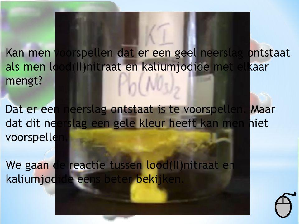 Kan men voorspellen dat er een geel neerslag ontstaat als men lood(II)nitraat en kaliumjodide met elkaar mengt? Dat er een neerslag ontstaat is te voo