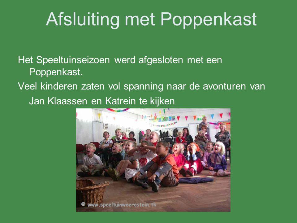 Afsluiting met Poppenkast Het Speeltuinseizoen werd afgesloten met een Poppenkast. Veel kinderen zaten vol spanning naar de avonturen van Jan Klaassen