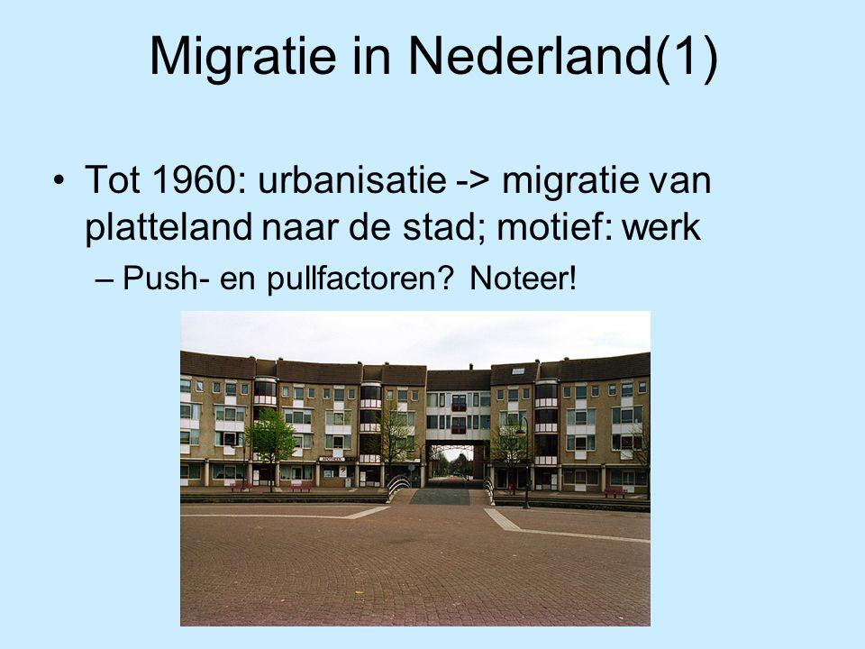 Migratie in Nederland(2) Pushfactoren: –Verlies werkgelegenheid landbouw (mechanisatie) –Landbouwcrisis (1878-1900) -> invoer goedkoop Amerikaans graan Pullfactoren: –Groeiende werkgelegenheid in de steden van West-Nederland (industrie, diensten) –Hogere lonen en betere voorzieningen in grote steden