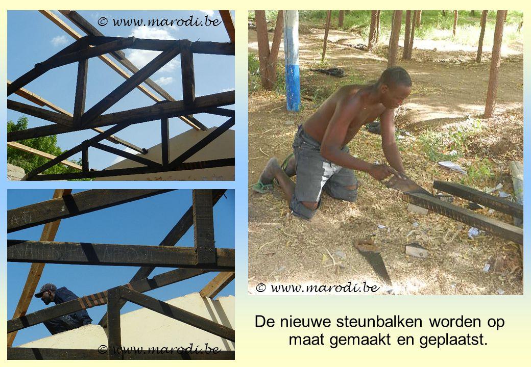 De nieuwe steunbalken worden op maat gemaakt en geplaatst. © www.marodi.be