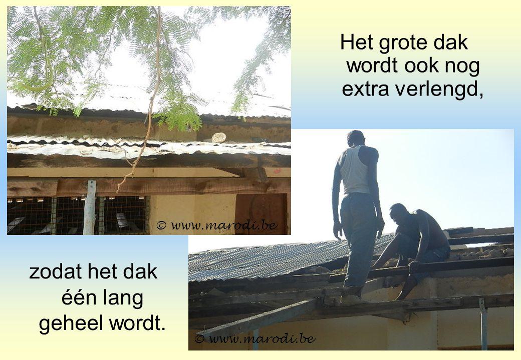zodat het dak één lang geheel wordt. © www.marodi.be Het grote dak wordt ook nog extra verlengd,