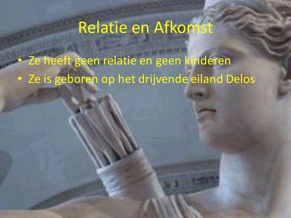 Relatie en Afkomst Ze heeft geen relatie en geen kinderen Ze is geboren op het drijvende eiland Delos