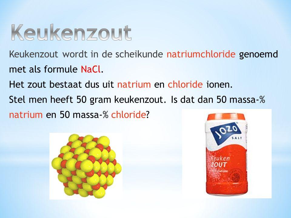 Zoals je hieronder in de tekening en aan de formule (NaCl) kunt zien zitten er evenveel natrium als chloride deeltjes in keukenzout.