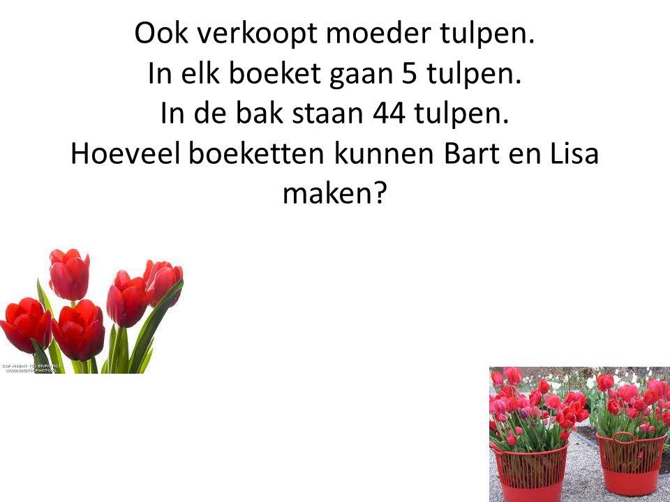 Ook verkoopt moeder tulpen. In elk boeket gaan 5 tulpen. In de bak staan 44 tulpen. Hoeveel boeketten kunnen Bart en Lisa maken?