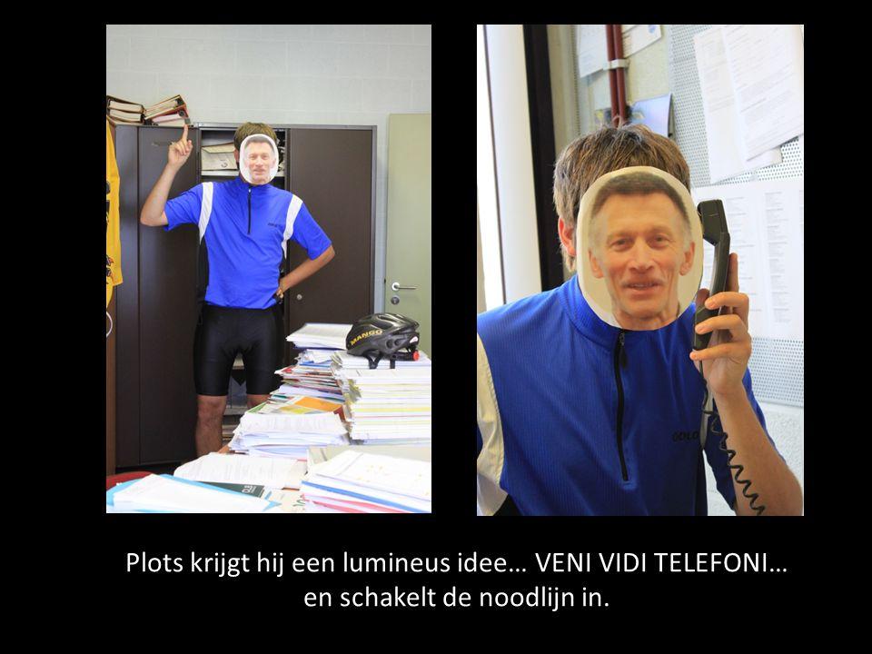 Plots krijgt hij een lumineus idee… VENI VIDI TELEFONI… en schakelt de noodlijn in.