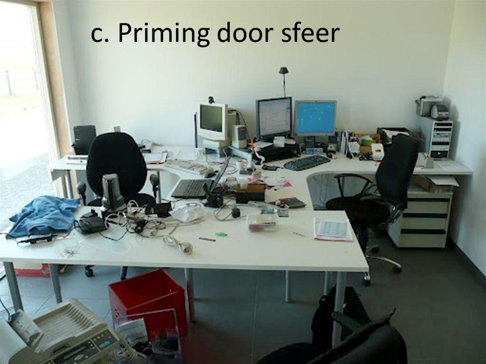 c. Priming door sfeer