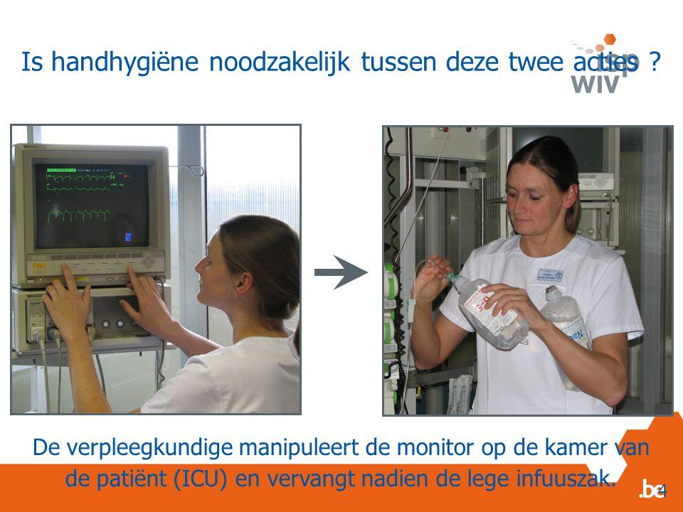 De verpleegkundige manipuleert de monitor op de kamer van de patiënt (ICU) en vervangt nadien de lege infuuszak.