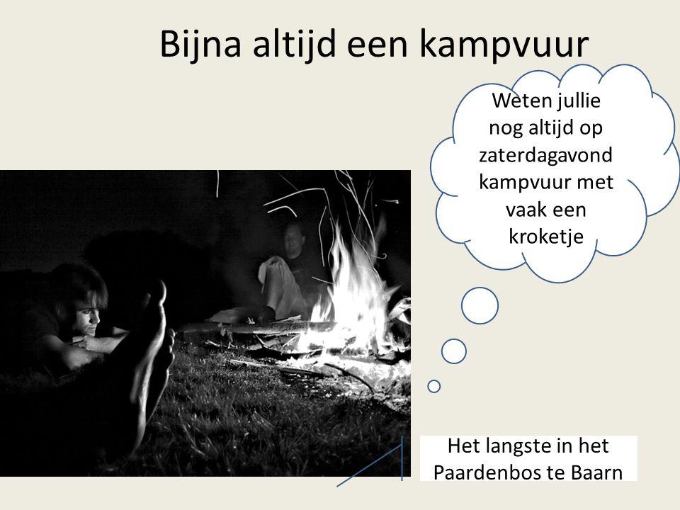 Weten jullie nog altijd op zaterdagavond kampvuur met vaak een kroketje Bijna altijd een kampvuur Het langste in het Paardenbos te Baarn