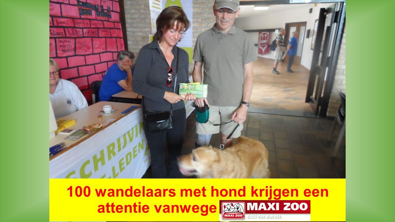 100 wandelaars met hond krijgen een attentie vanwege MAXI-ZOO.