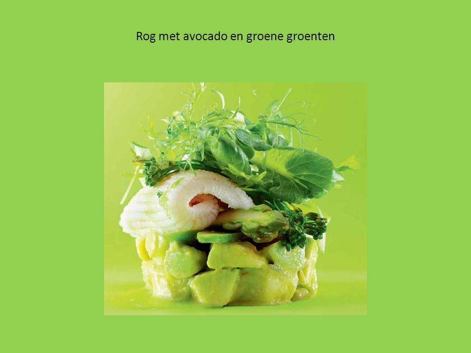 Rog met avocado en groene groenten