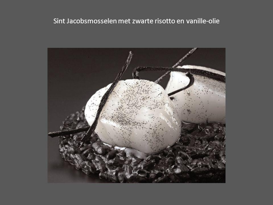 Sint Jacobsmosselen met zwarte risotto en vanille-olie