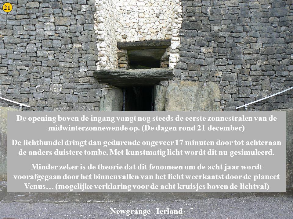 Newgrange 3 Newgrange - Ierland De opening boven de ingang vangt nog steeds de eerste zonnestralen van de midwinterzonnewende op. (De dagen rond 21 de