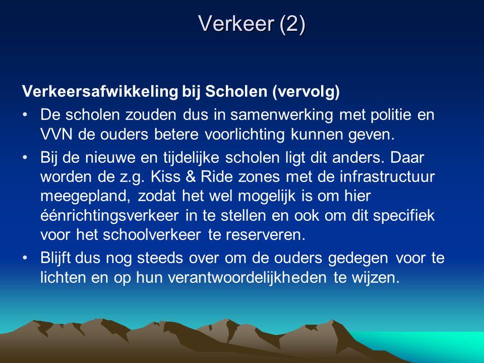Verkeer (2) Verkeersafwikkeling bij Scholen (vervolg) De scholen zouden dus in samenwerking met politie en VVN de ouders betere voorlichting kunnen geven.