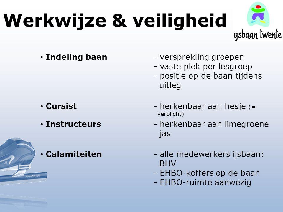 Werkwijze & veiligheid Indeling baan- verspreiding groepen - vaste plek per lesgroep - positie op de baan tijdens uitleg Cursist- herkenbaar aan hesje