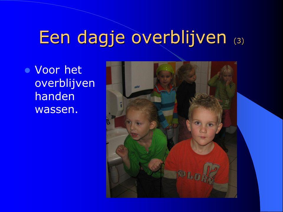 Een dagje overblijven (4) Er wordt gemiddeld met 40 kinderen in vier groepen gegeten.
