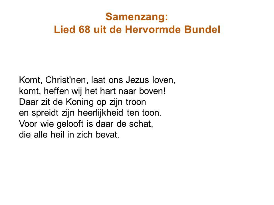 Samenzang: Lied 68 uit de Hervormde Bundel Komt, Christ'nen, laat ons Jezus loven, komt, heffen wij het hart naar boven! Daar zit de Koning op zijn tr
