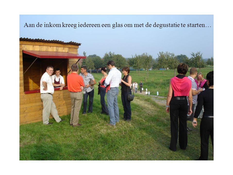 Aan de inkom kreeg iedereen een glas om met de degustatie te starten…
