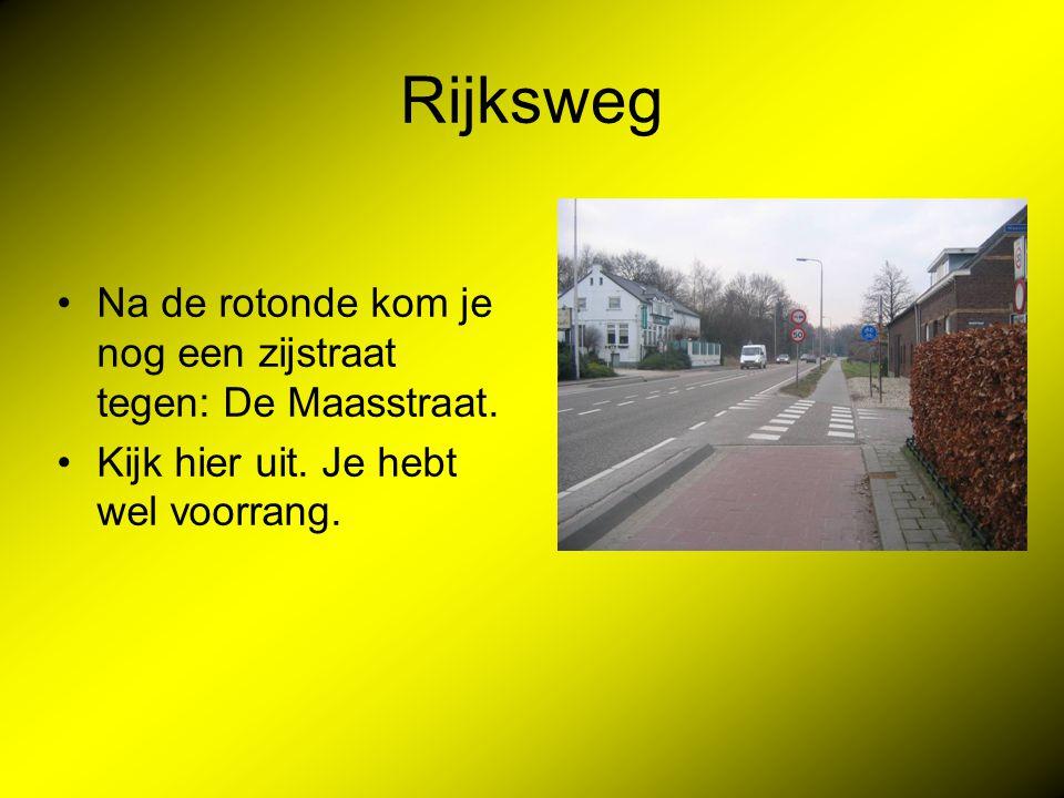 Rijksweg Na de rotonde kom je nog een zijstraat tegen: De Maasstraat.