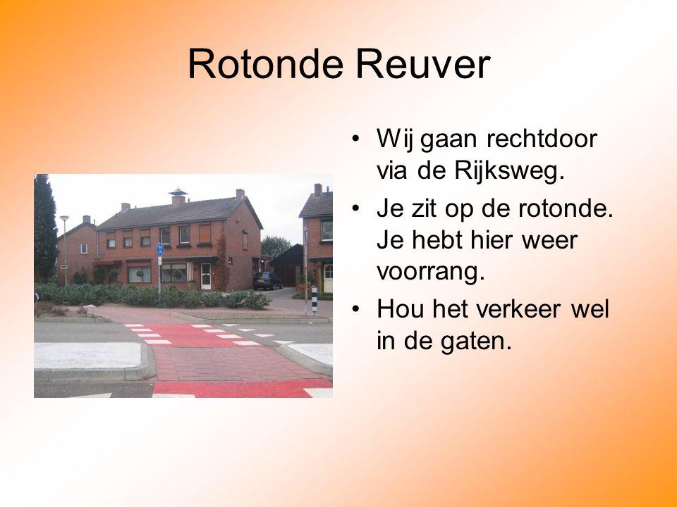 Rotonde Reuver Wij gaan rechtdoor via de Rijksweg.