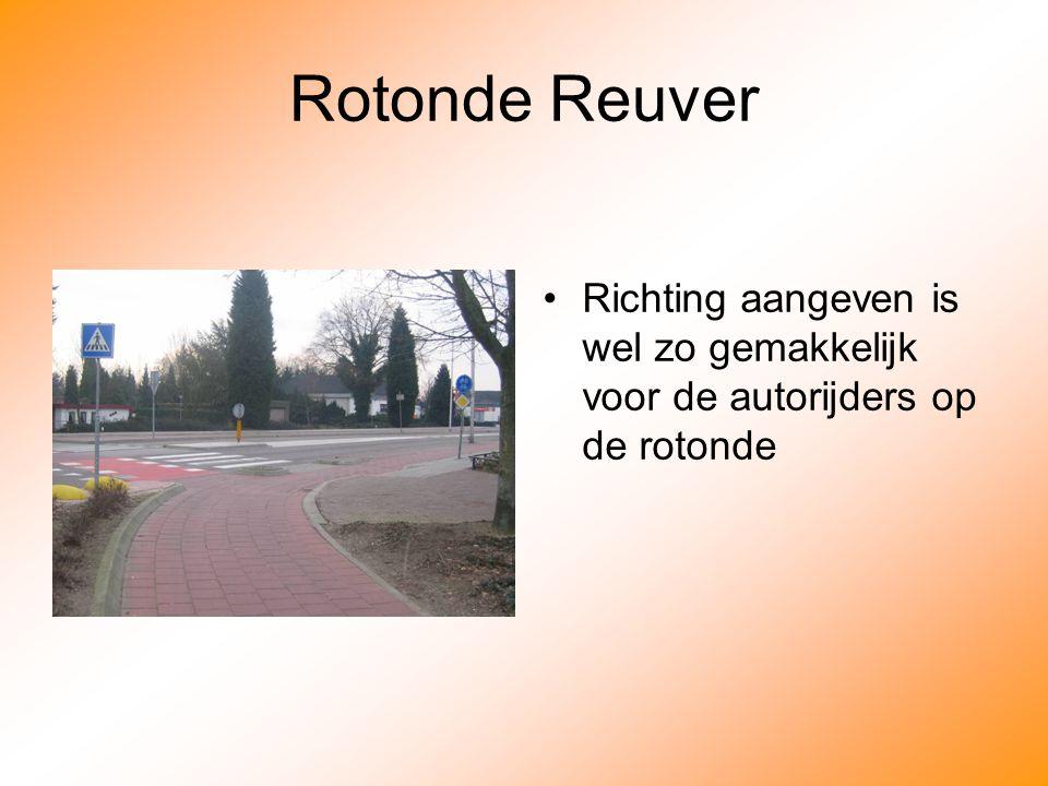 Rotonde Reuver Richting aangeven is wel zo gemakkelijk voor de autorijders op de rotonde