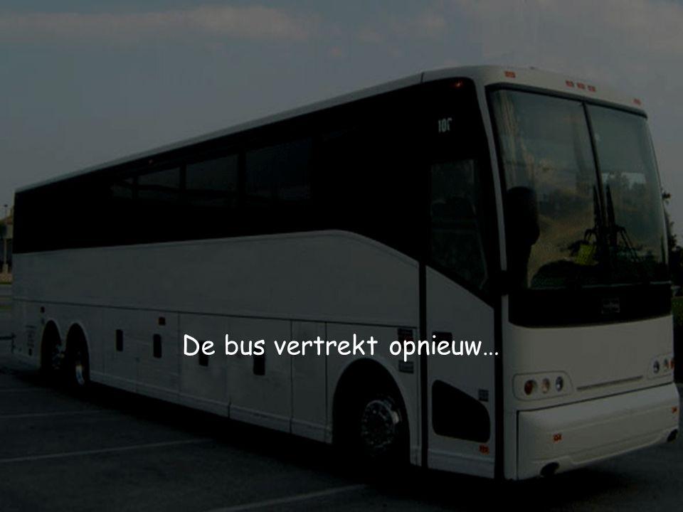 Volgende halte: 10 reizigers stappen in de bus, 12 reizigers stappen uit de bus