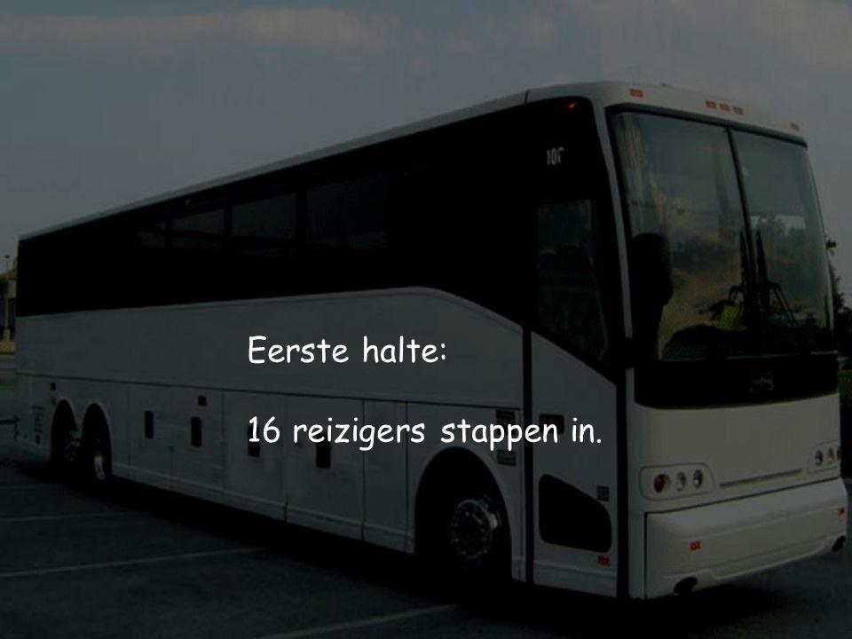 Een lege bus vertrekt voor zijn rondreis.