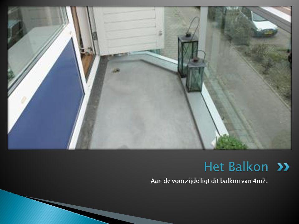 Aan de voorzijde ligt dit balkon van 4m2. Het Balkon