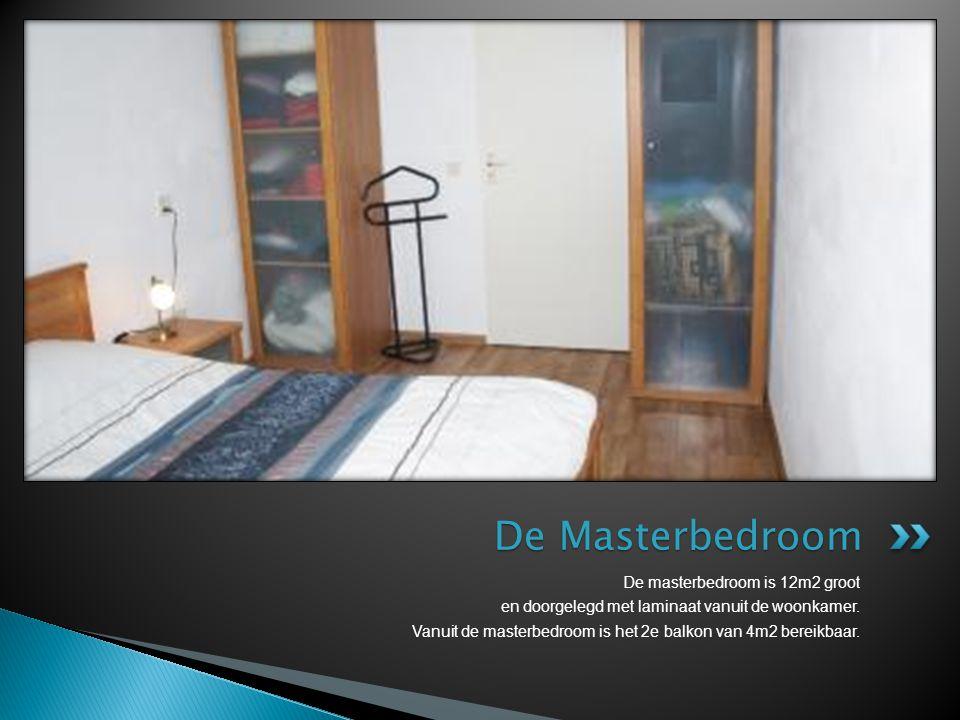 De masterbedroom is 12m2 groot en doorgelegd met laminaat vanuit de woonkamer. Vanuit de masterbedroom is het 2e balkon van 4m2 bereikbaar. De Masterb
