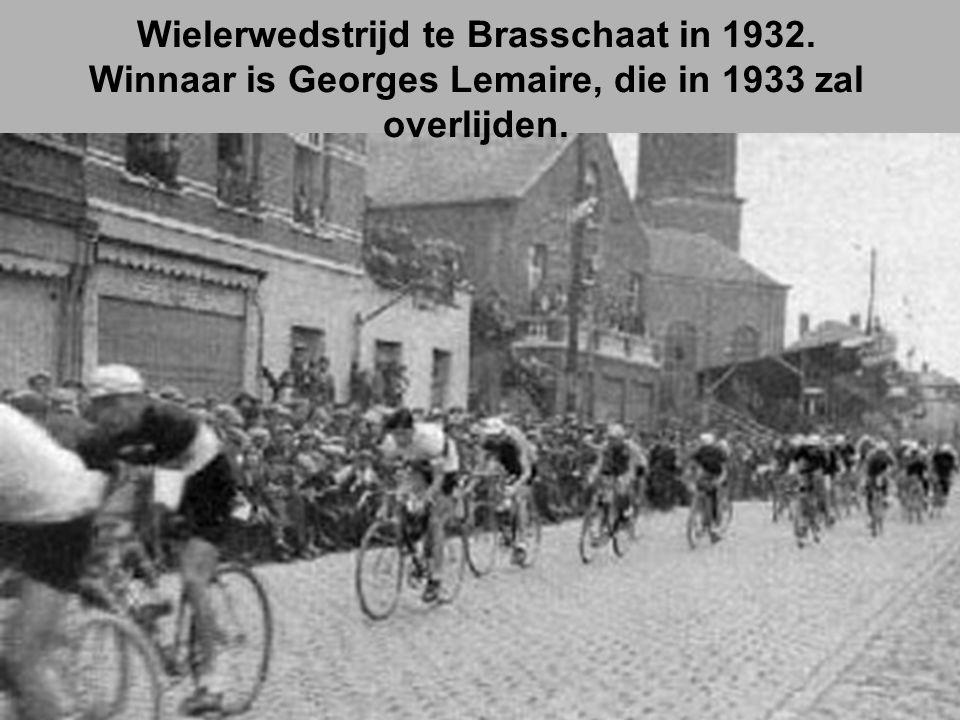 Wielerwedstrijd te Brasschaat in 1932. Winnaar is Georges Lemaire, die in 1933 zal overlijden.