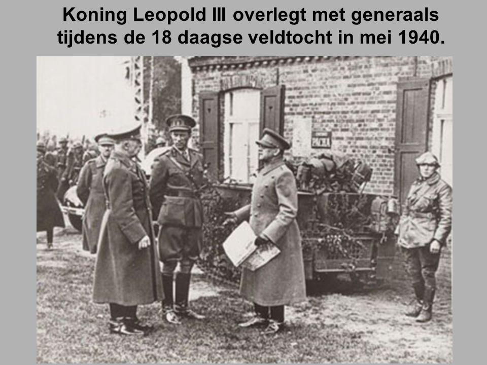 Koning Leopold III overlegt met generaals tijdens de 18 daagse veldtocht in mei 1940.