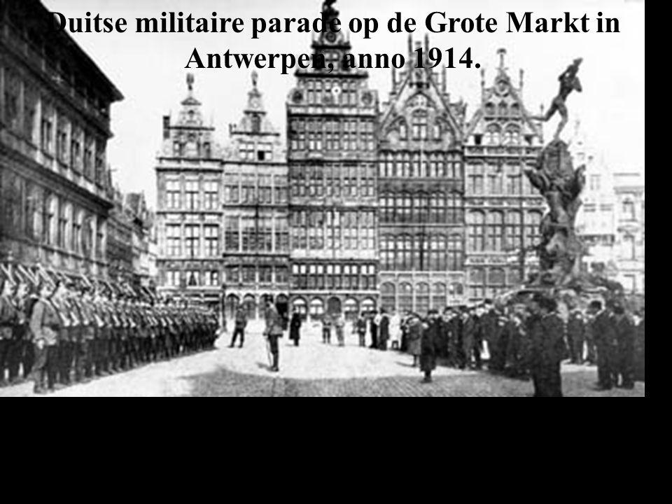 Duitse militaire parade op de Grote Markt in Antwerpen, anno 1914.