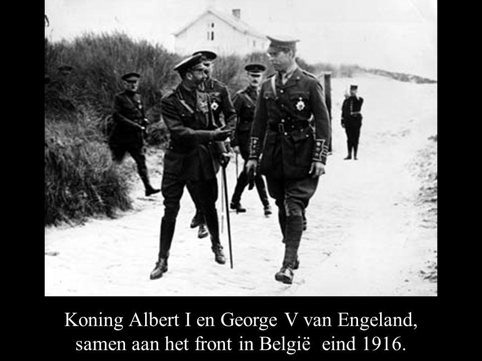 Koning Albert I en George V van Engeland, samen aan het front in België eind 1916.