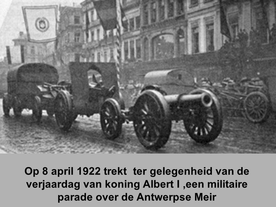 Op 8 april 1922 trekt ter gelegenheid van de verjaardag van koning Albert I,een militaire parade over de Antwerpse Meir