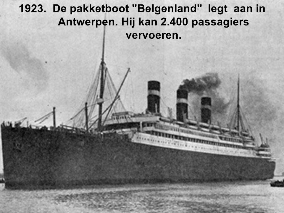 1923. De pakketboot Belgenland legt aan in Antwerpen. Hij kan 2.400 passagiers vervoeren.