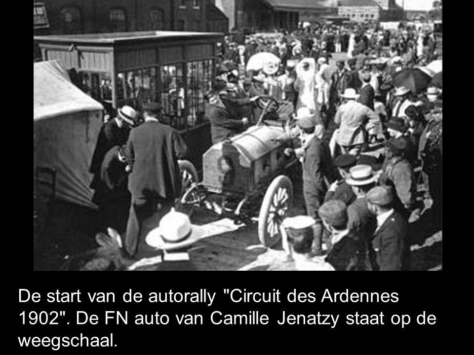 De start van de autorally Circuit des Ardennes 1902 .