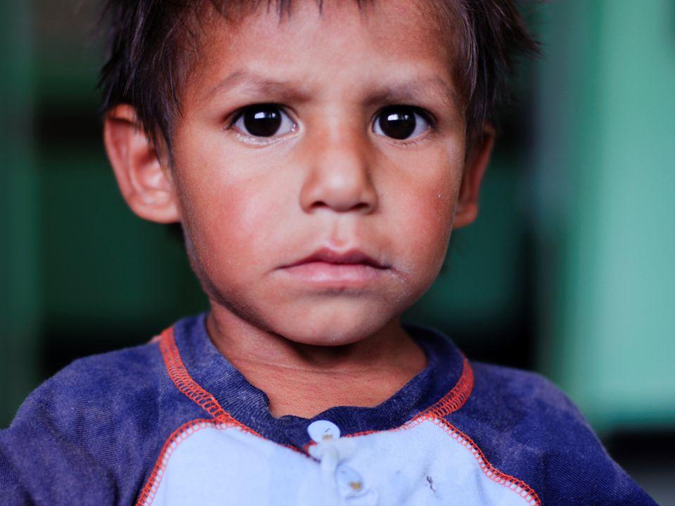 UNICEF: wie zijn wij? VN- Kinderrechtenorganisatie Altijd en overal voor kinderen Sinds de Tweede Wereldoorlog Kinderrechtenverdrag Unite for children