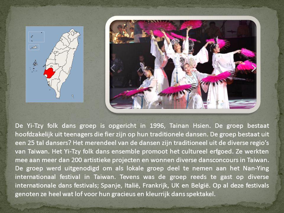 De Yi-Tzy folk dans groep is opgericht in 1996, Tainan Hsien.