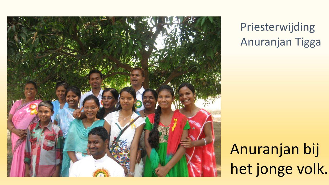Anuranjan bij het jonge volk. Priesterwijding Anuranjan Tigga