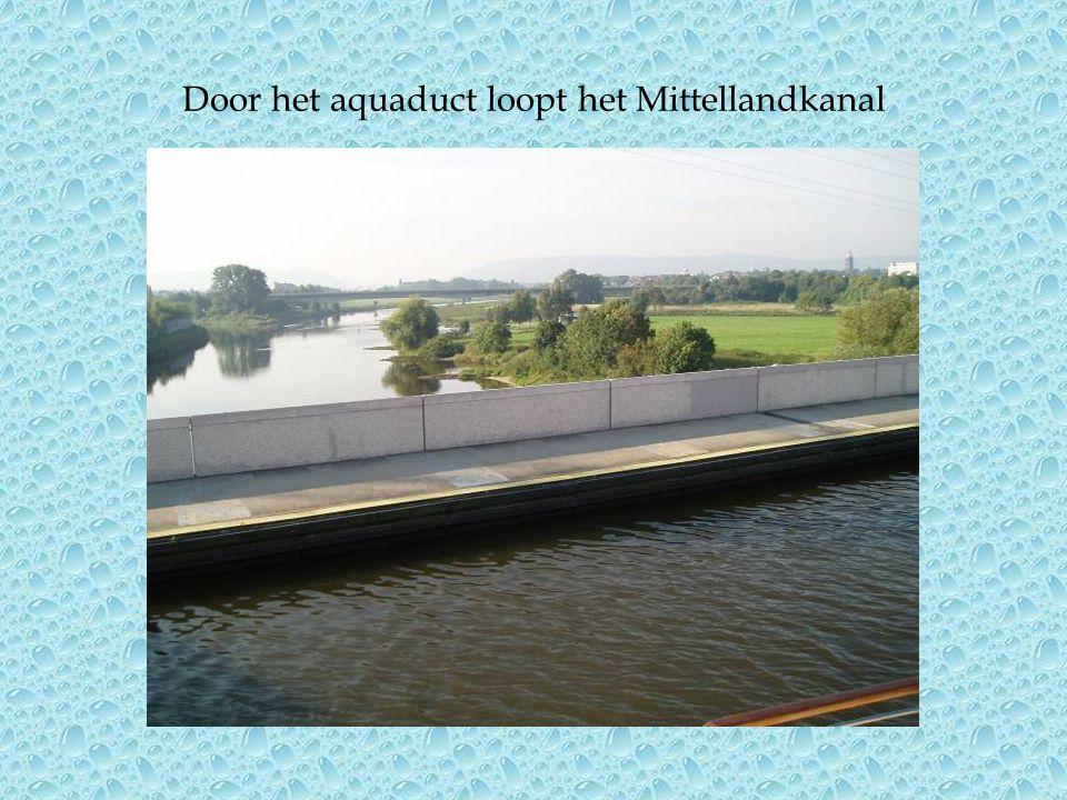 Door het aquaduct loopt het Mittellandkanal