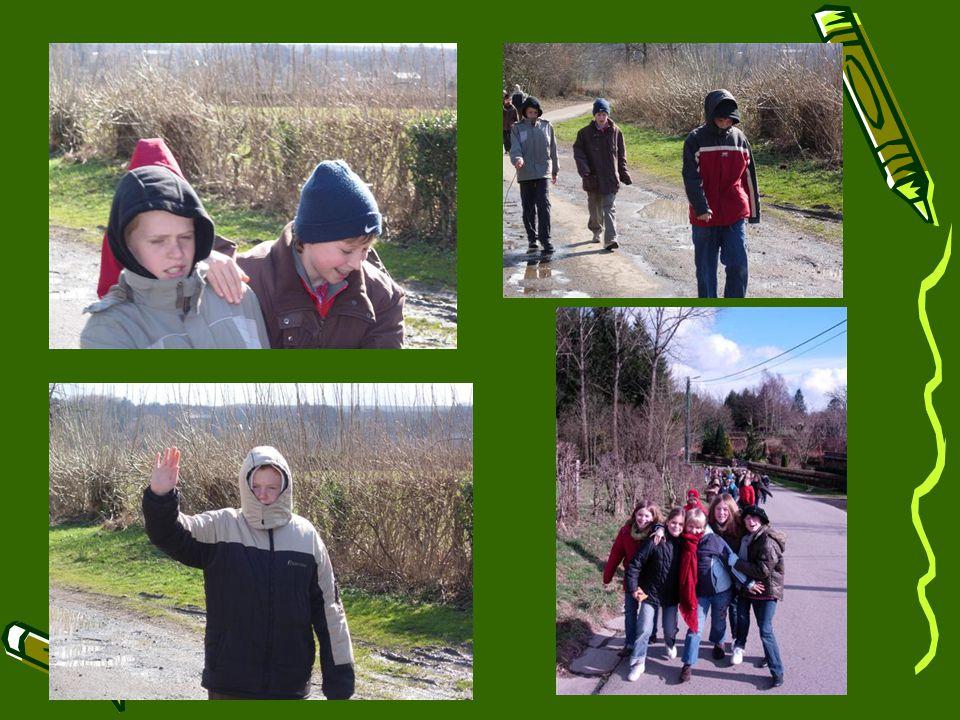 Onze lieve begeleiders verrasten ons vanmorgen met een zeer originele activiteit : een wandeling.