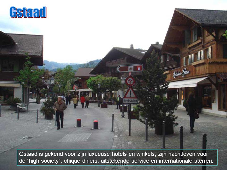 Gstaad (uitspreken Stahd), telt slechts ongeveer 2.500 inwoners. Het is een plaats gelegen (46º.28'N, 7º.17'E) op 1050 meters boven de zeespiegel. Men