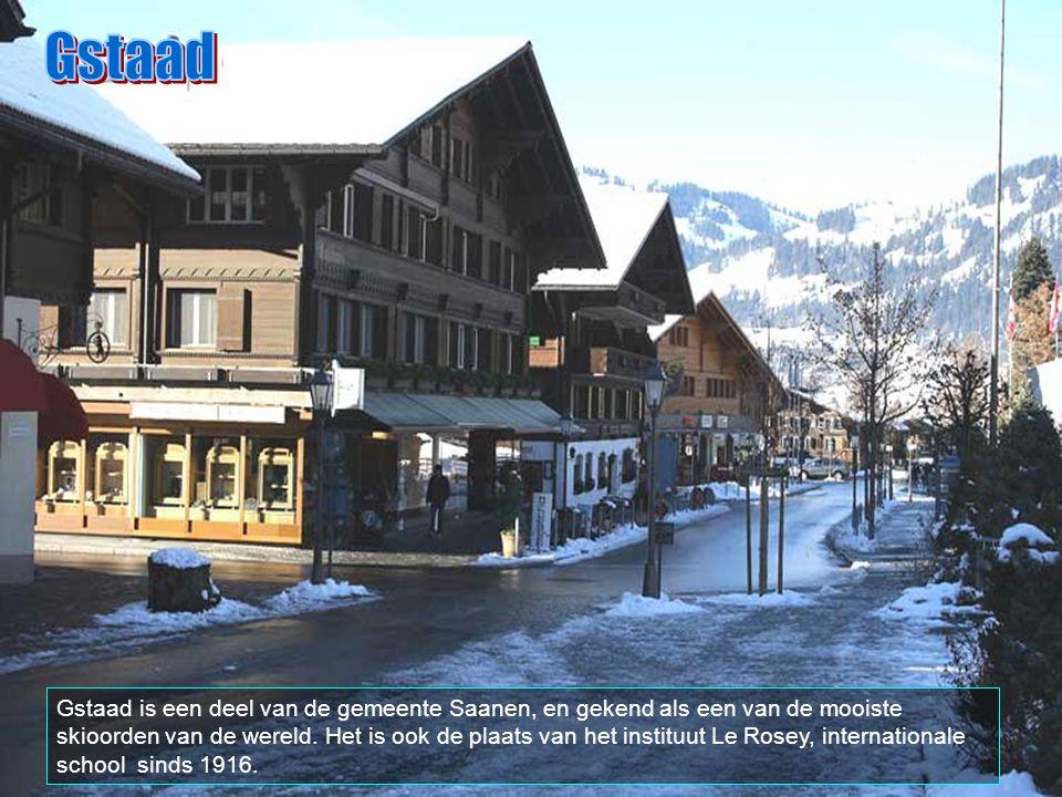 """Gstaad is gekend voor zijn luxueuse hotels en winkels, zijn nachtleven voor de """"high society"""", chique diners, uitstekende service en internationale st"""